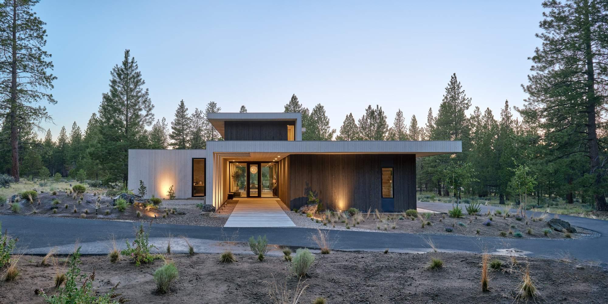 Семейный дом, ориентированный на уникальные пейзажные виды, США