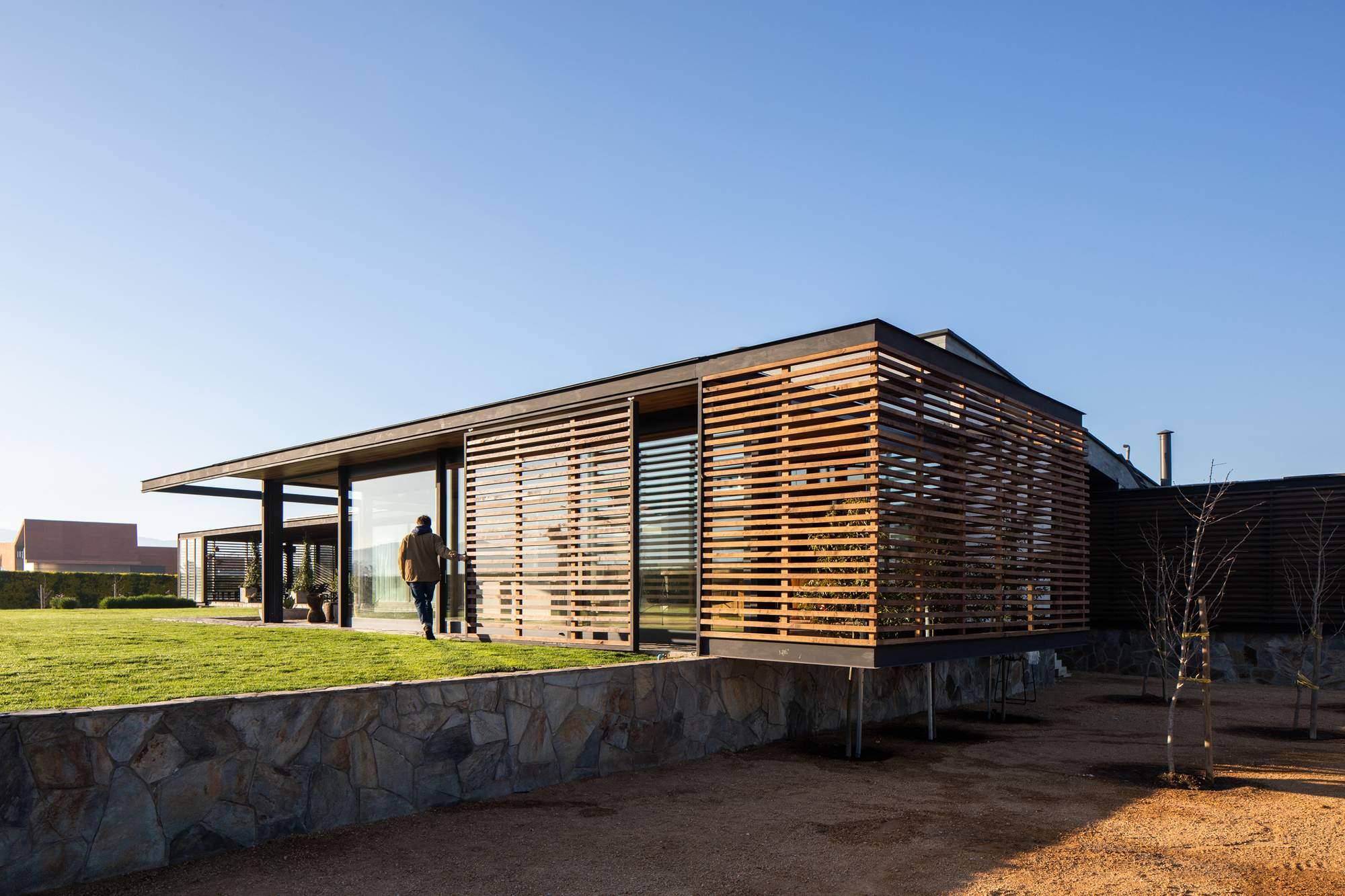Уютная пристройка, тесно связанная с окружающим ландшафтом, Чили