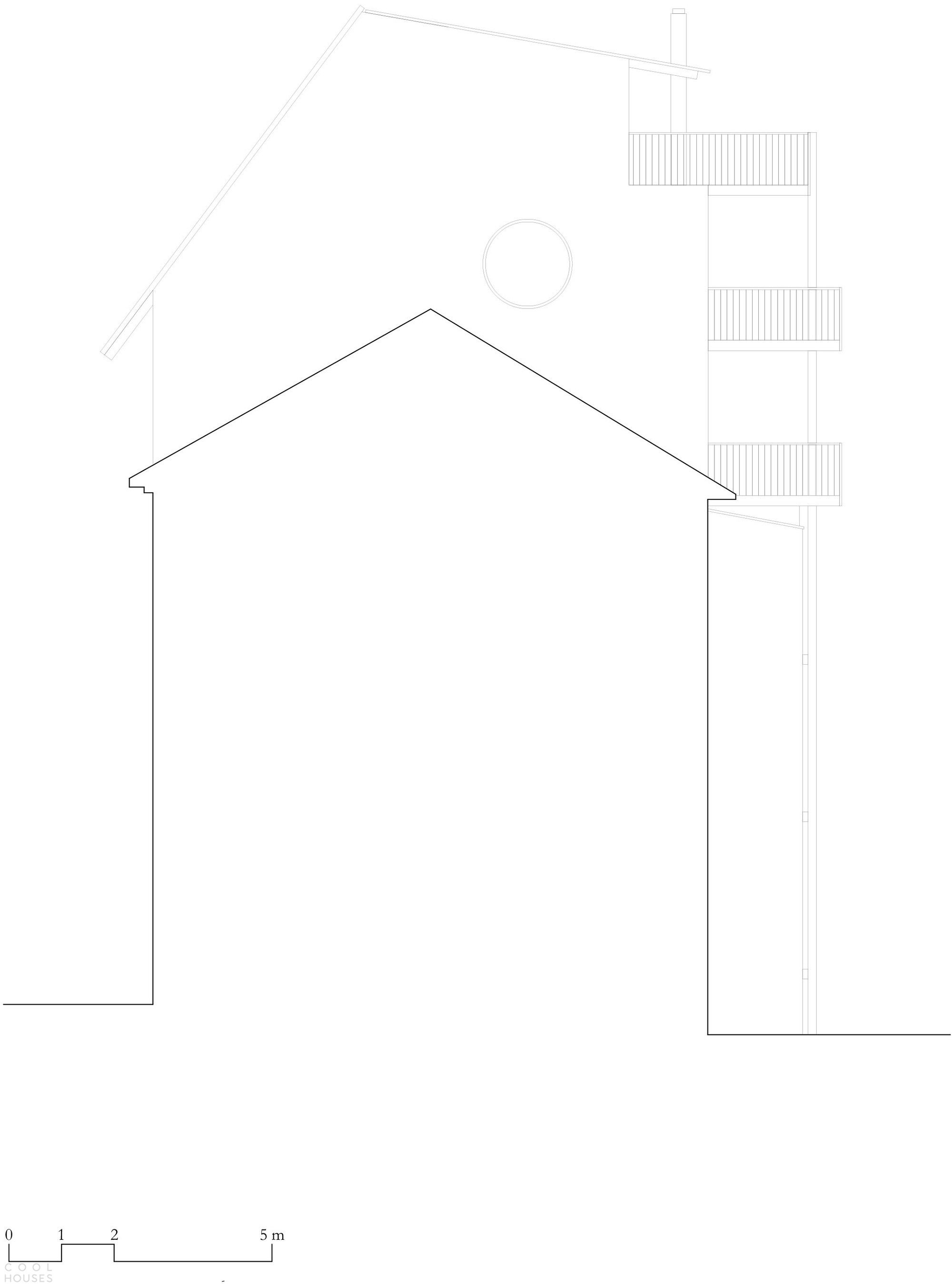 Новая семейная квартира в виде пристройки к крыше старинного дома