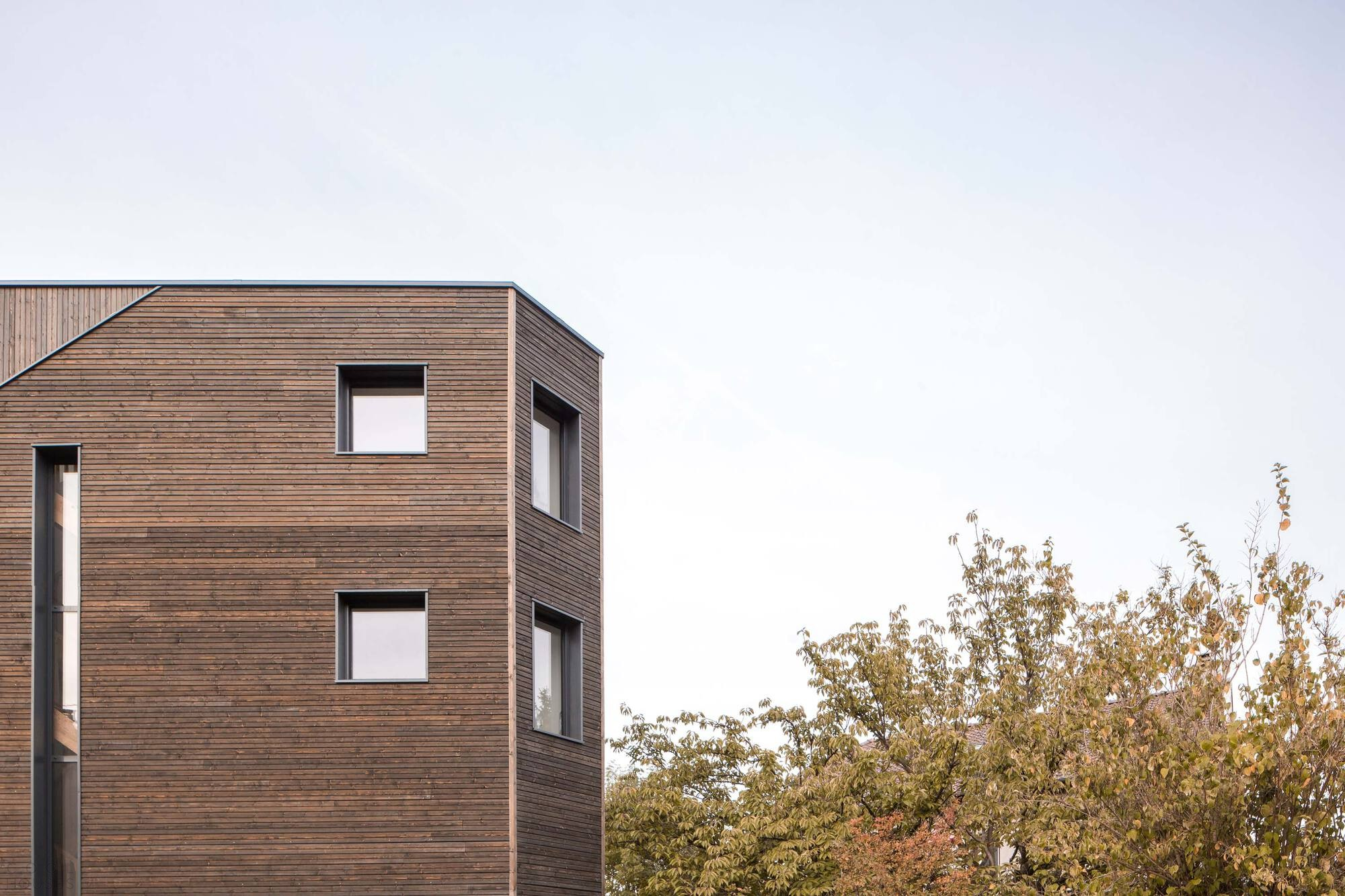 Семейный дом призматической формы с оптимальными характеристиками
