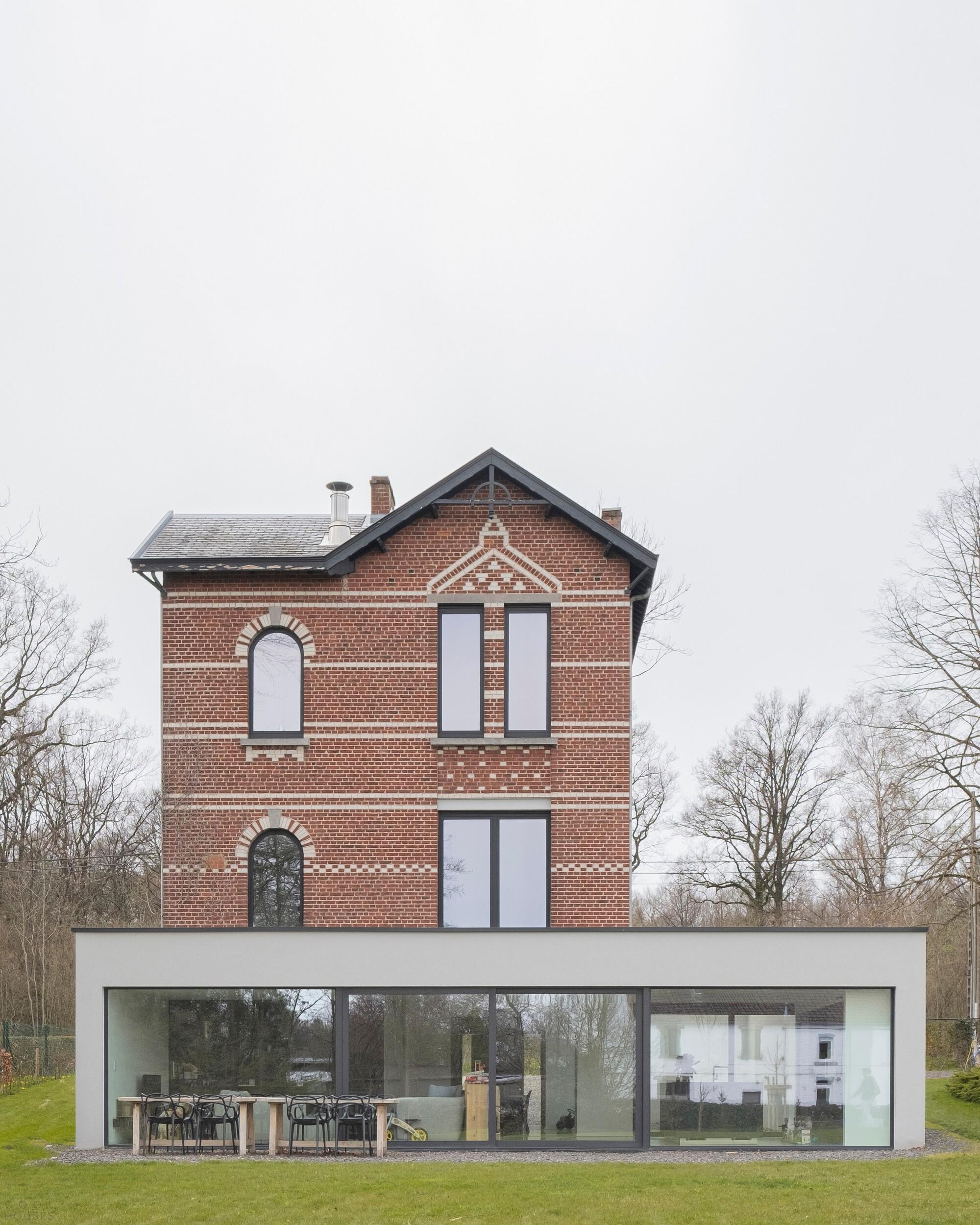 Реконструкция старой виллы, органично сочетающее старое и новое здание