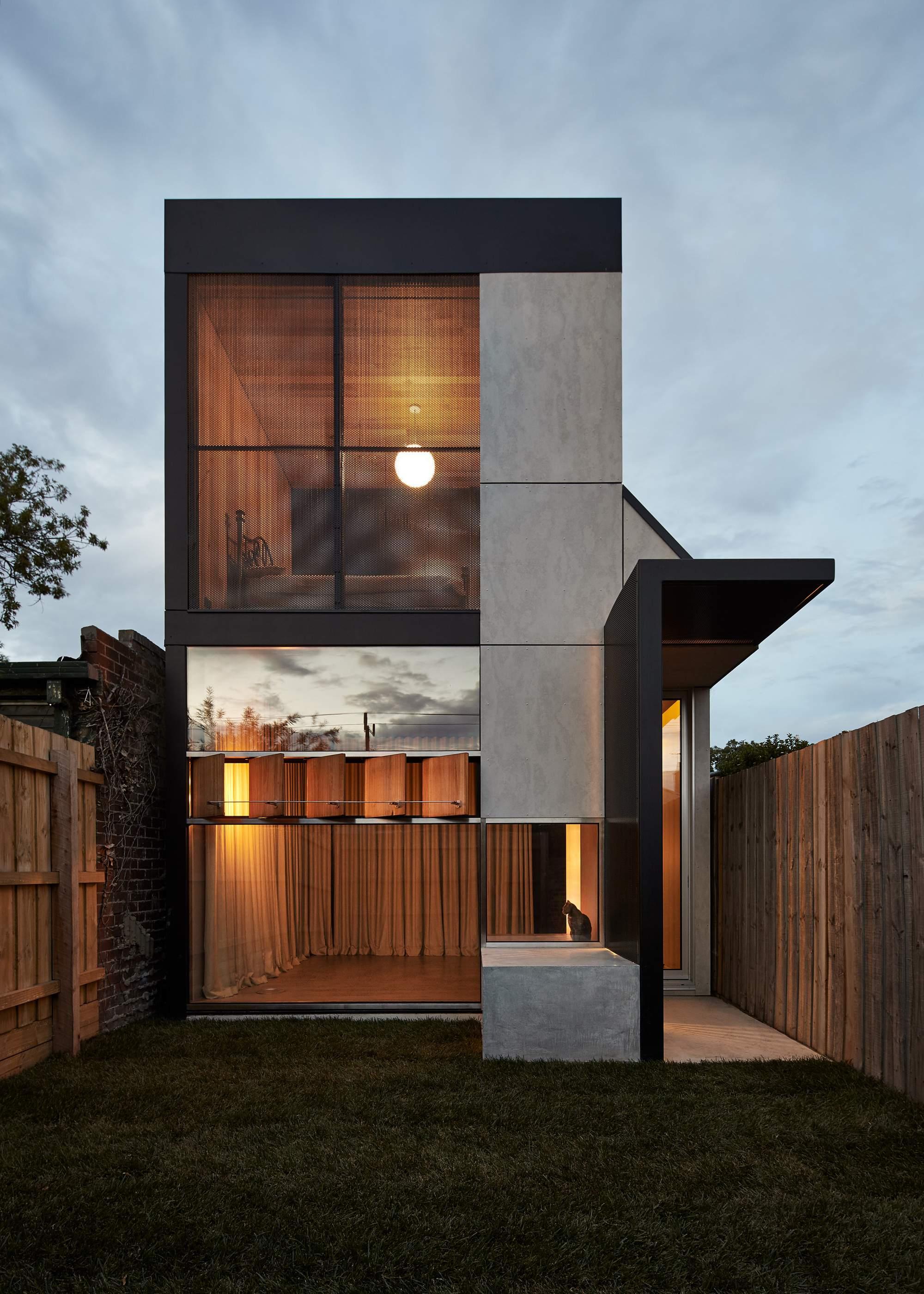 Реконструкция дома от Architecture Architecture в Мельбурне, Австралия