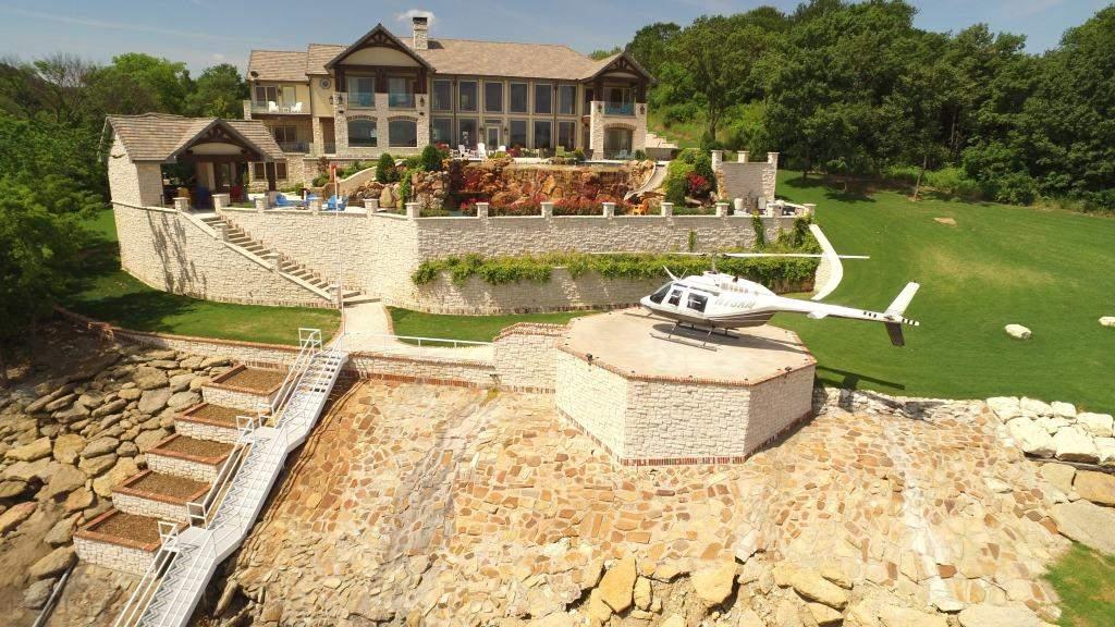 Роскошный особняк с частным пирсом и вертолетной площадкой в США