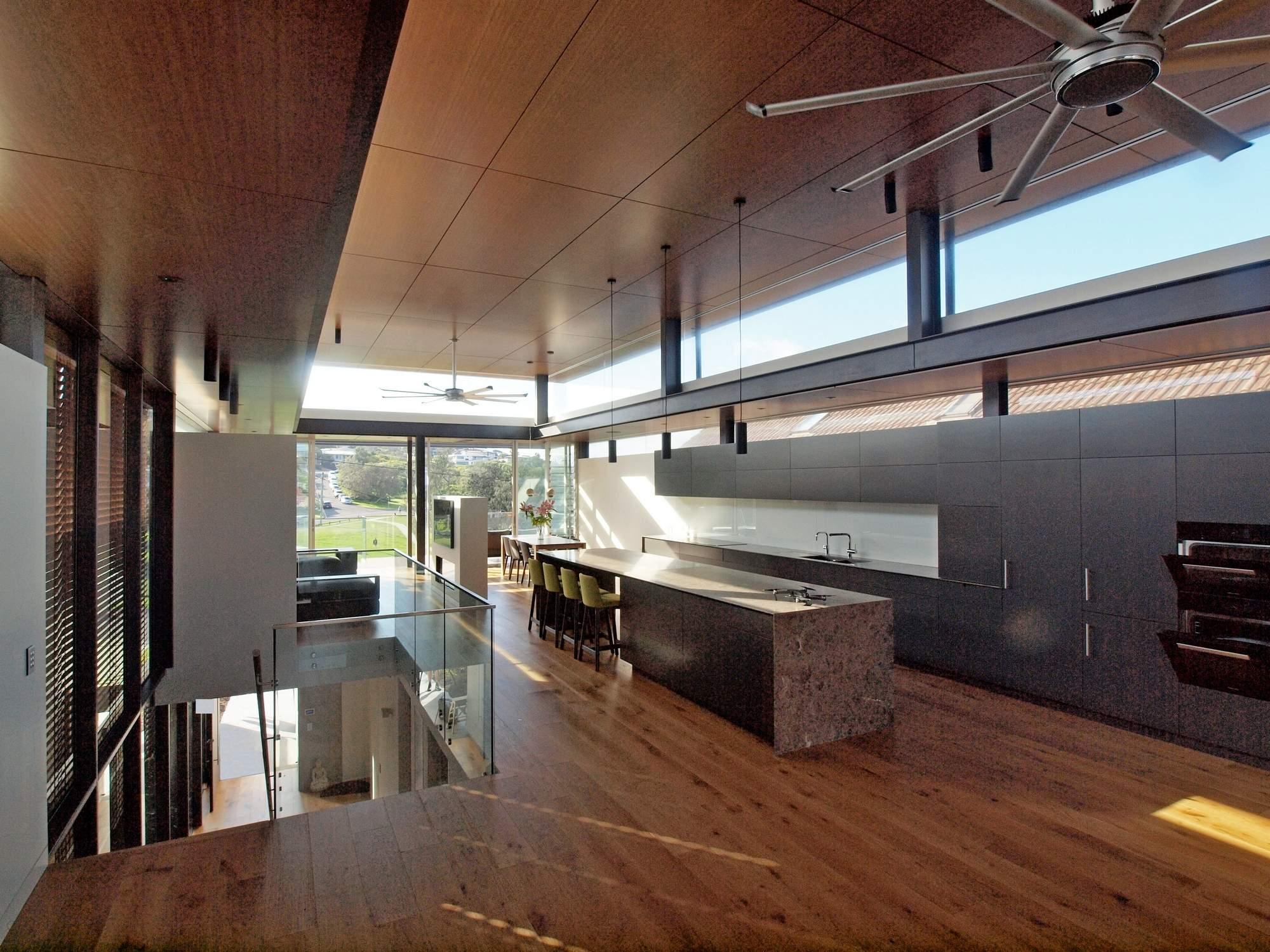 Экодом с «перевернутой» структурой на берегу Тихого океана, Австралия