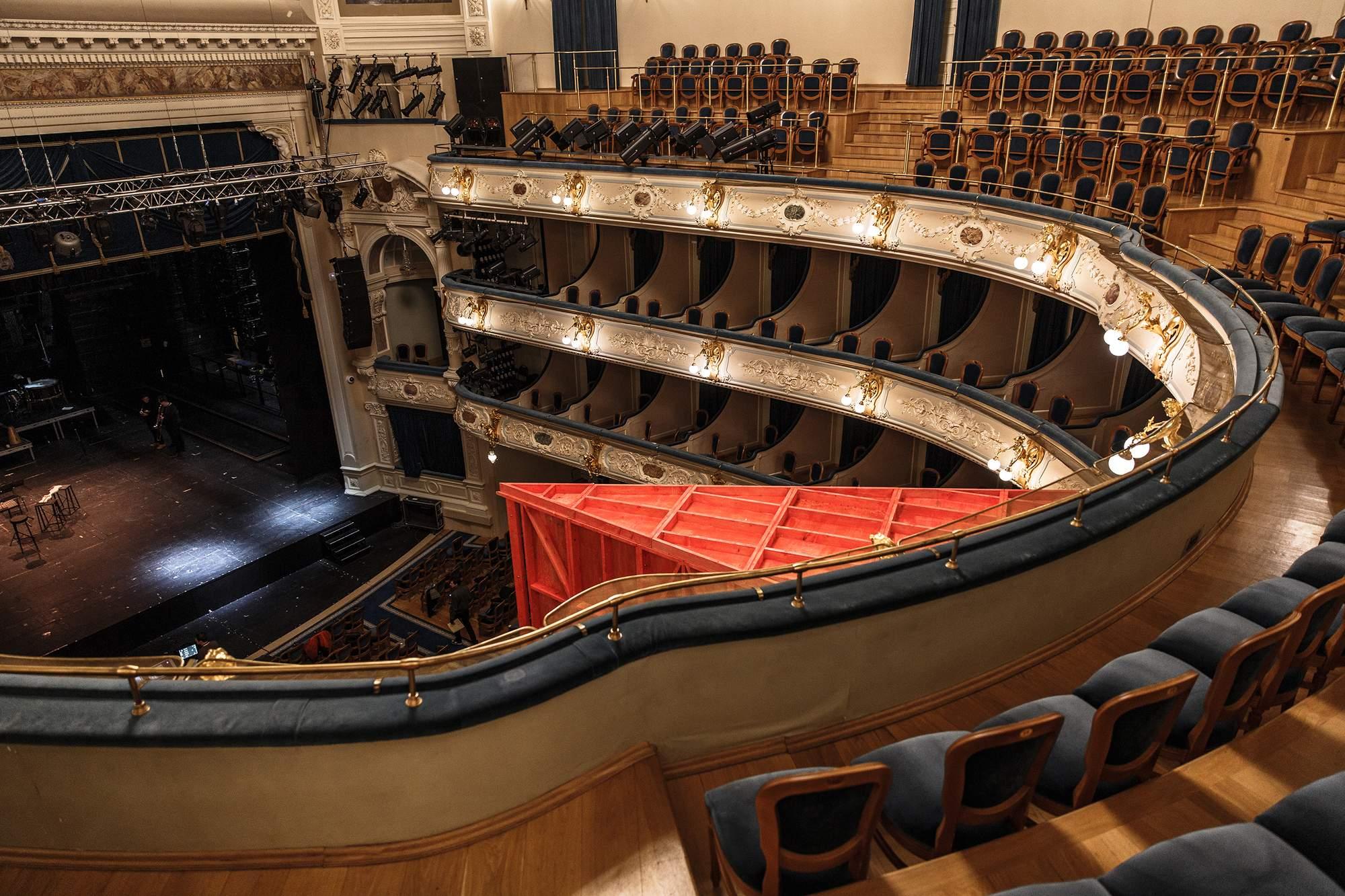 Фанерный театр в БДТ Санкт-Петербурга, Россия
