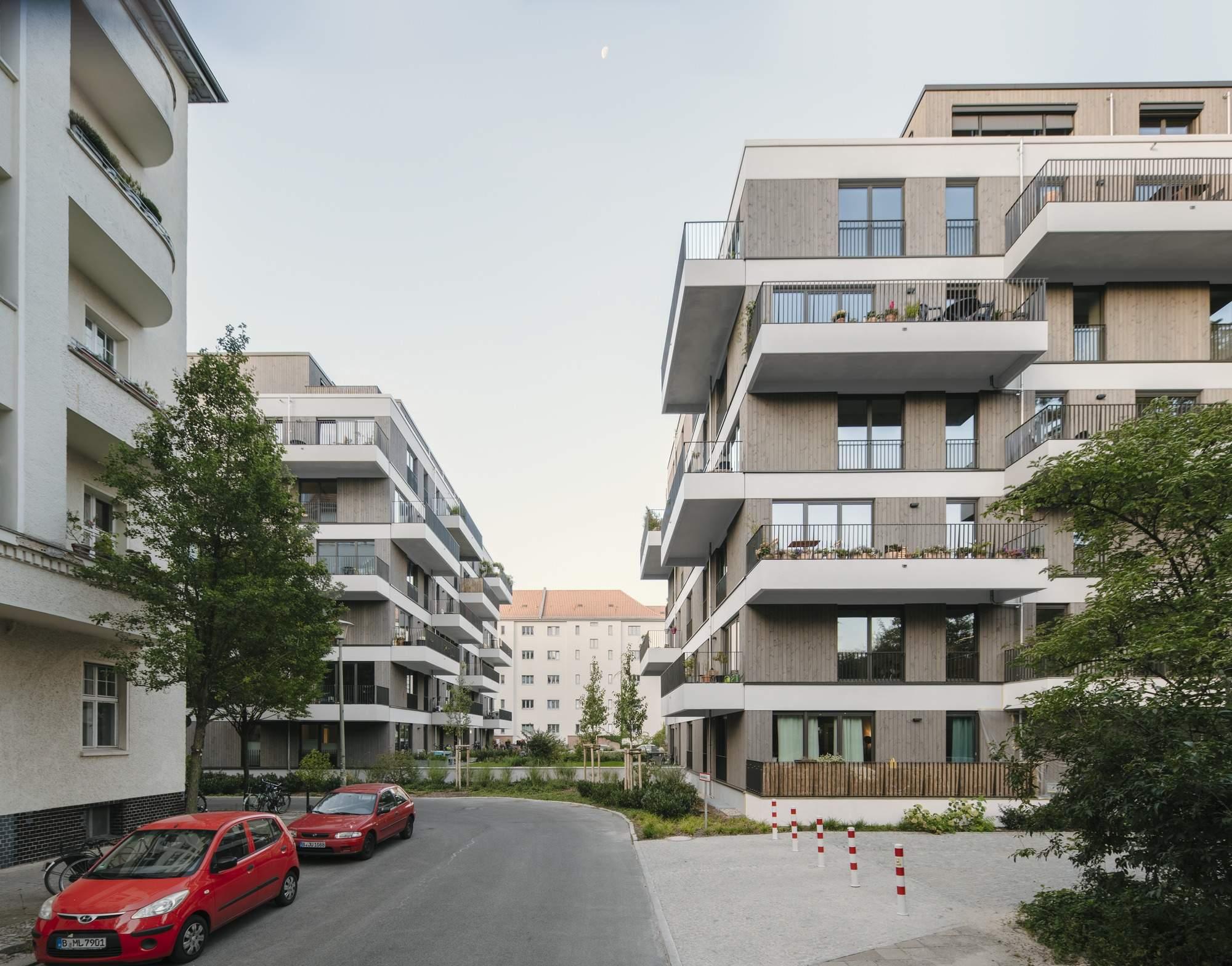 Современный жилой комплекс Schmollerplatz в Берлине, Германия