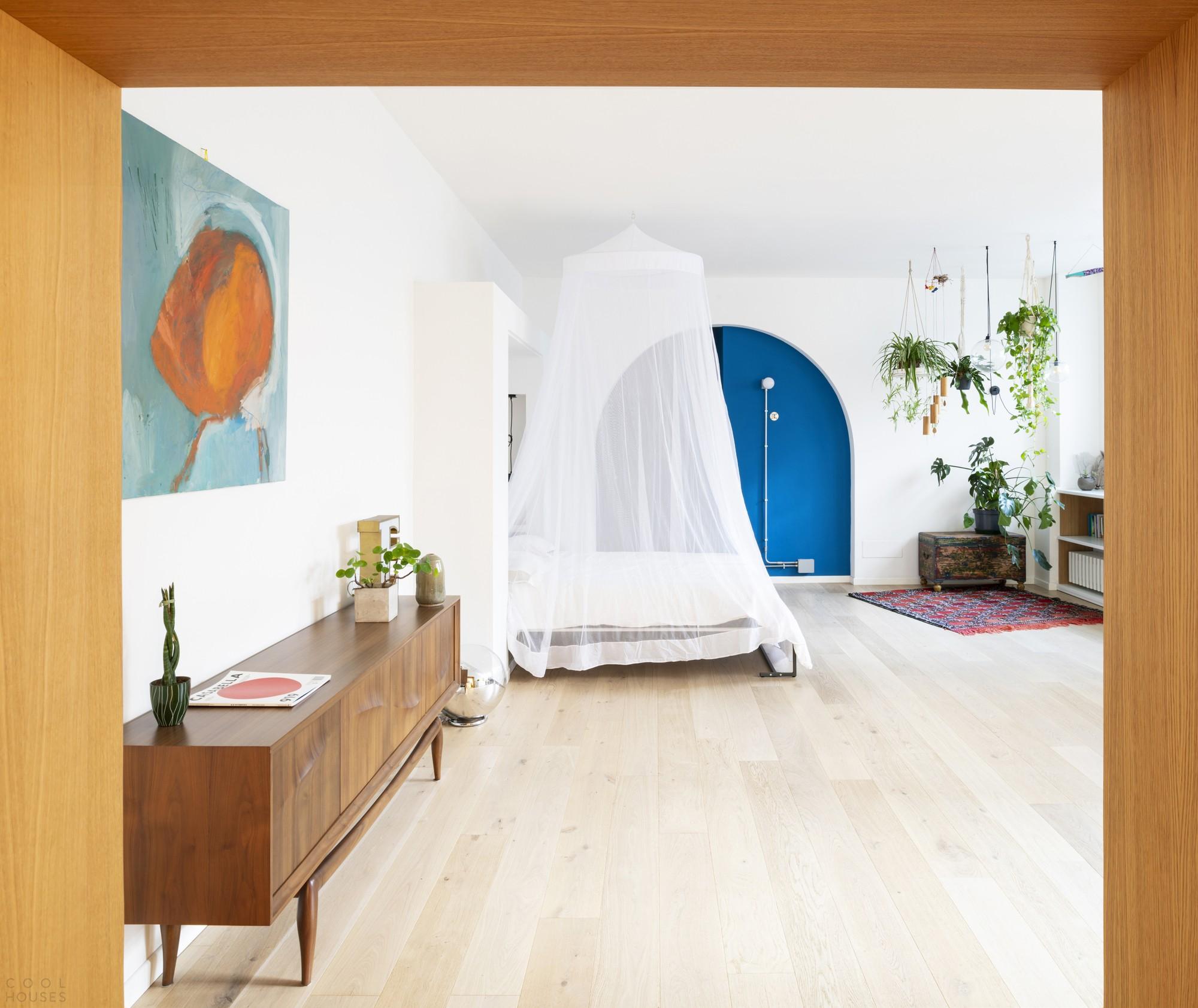Реконструкция квартиры с акцентом на модули и яркие цветовые вкрапления