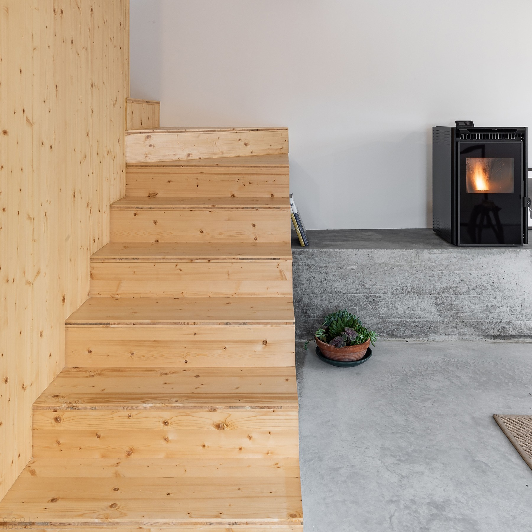 Превращение сельского заброшенного дома в современный комфортный особняк