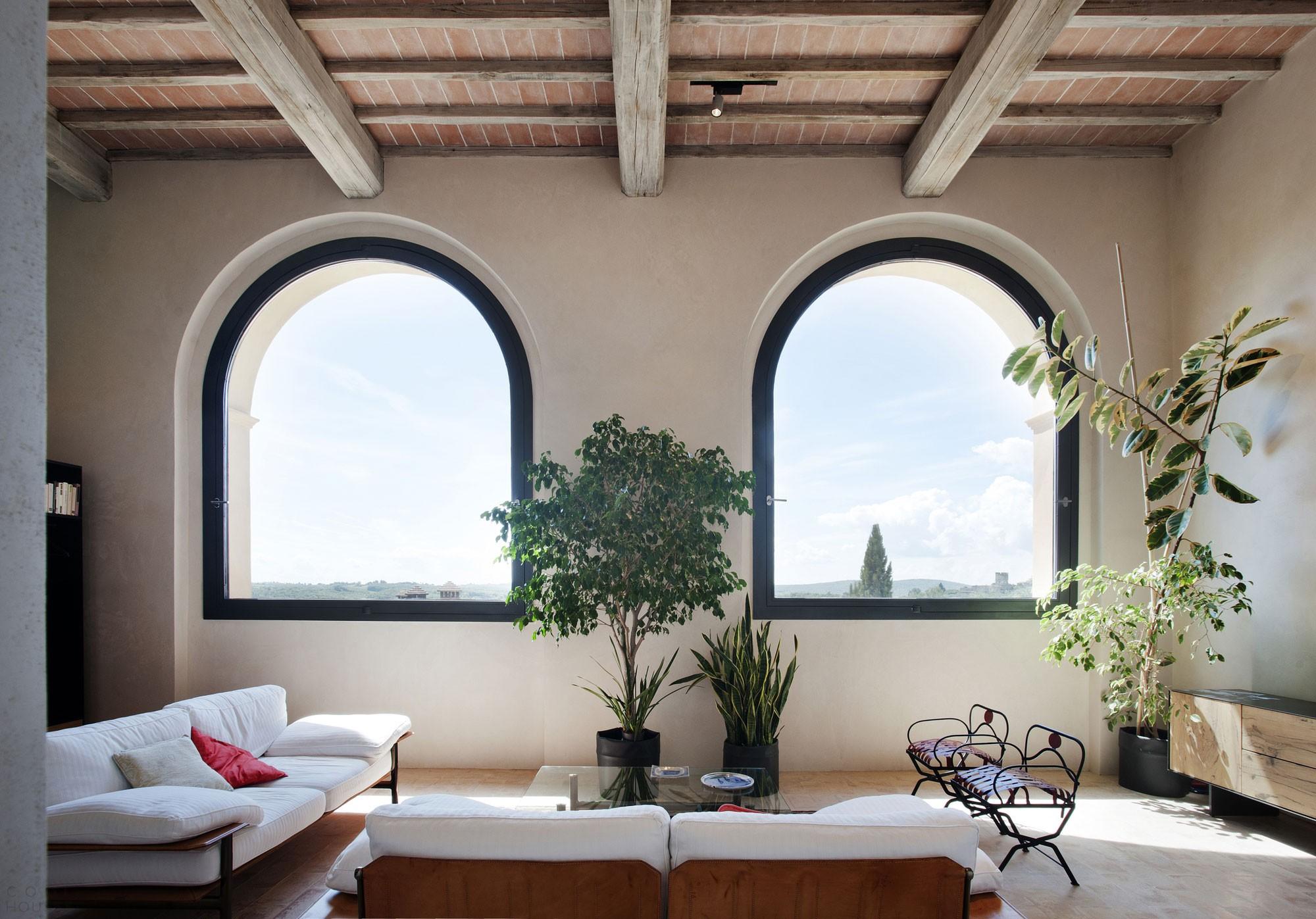 Интерьер в исторической вилле в Италии
