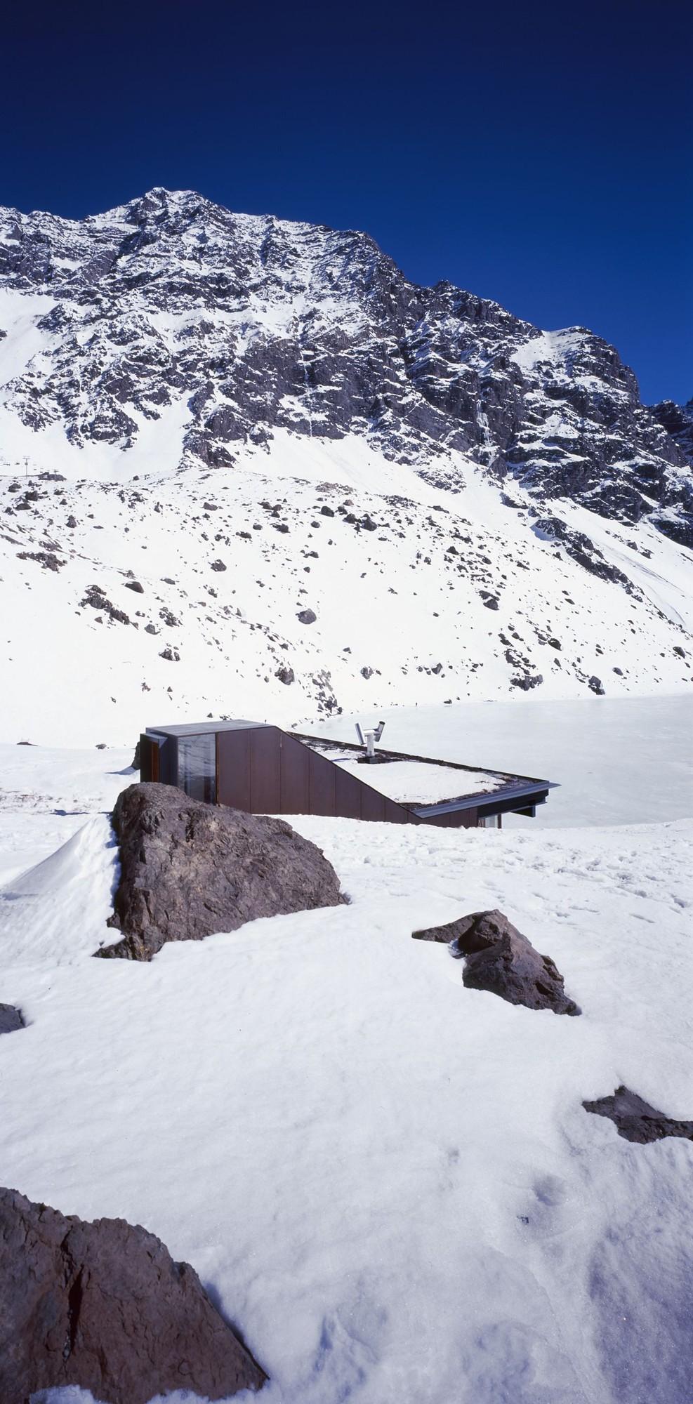 Шале на берегу озера в Чили