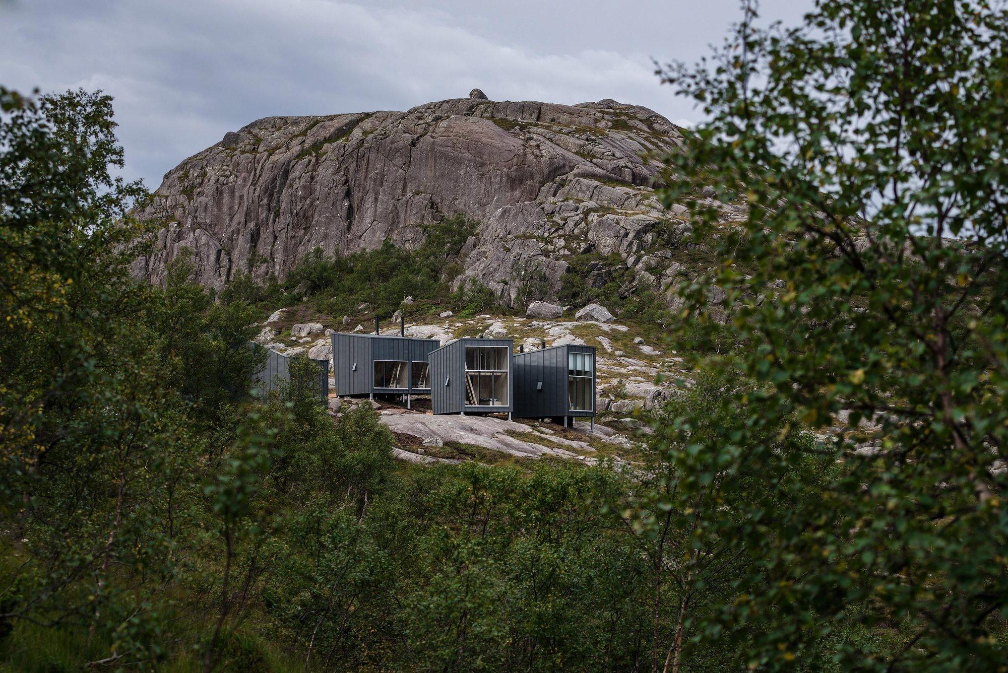 Туристская база на берегу озера в Норвегии