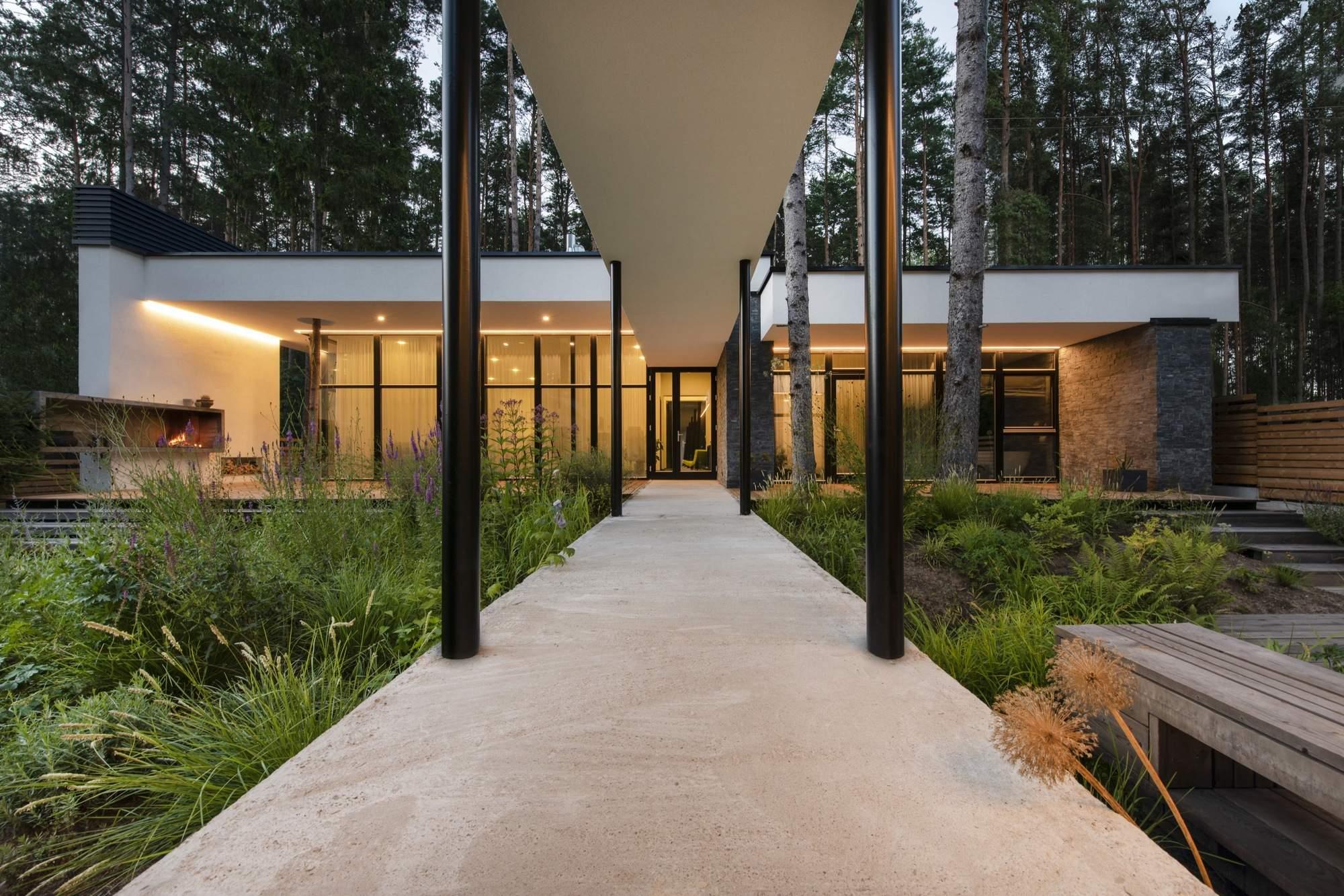 Выразительный семейный дом в окрестностях Вильнюса, Литва