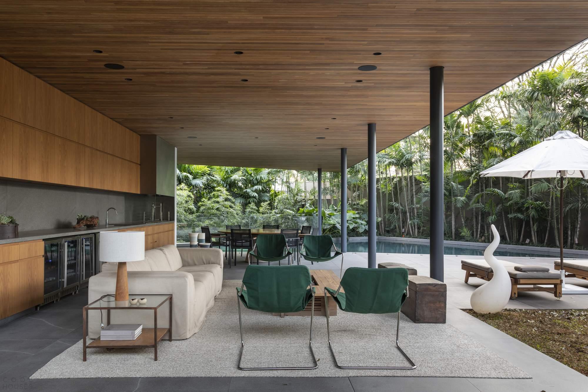 Семейная резиденция с гостеприимным интерьером, Бразилия