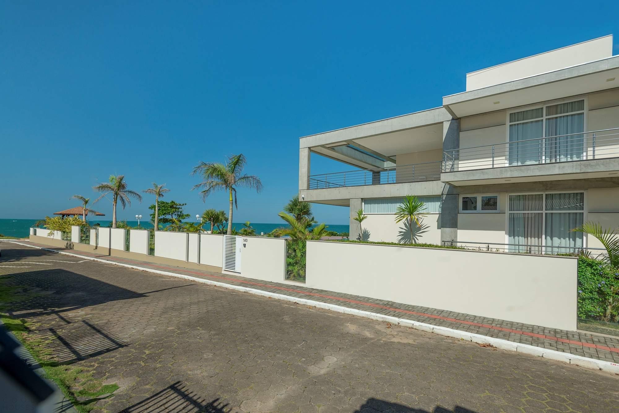 Современная резиденция с видом на море, Бразилия