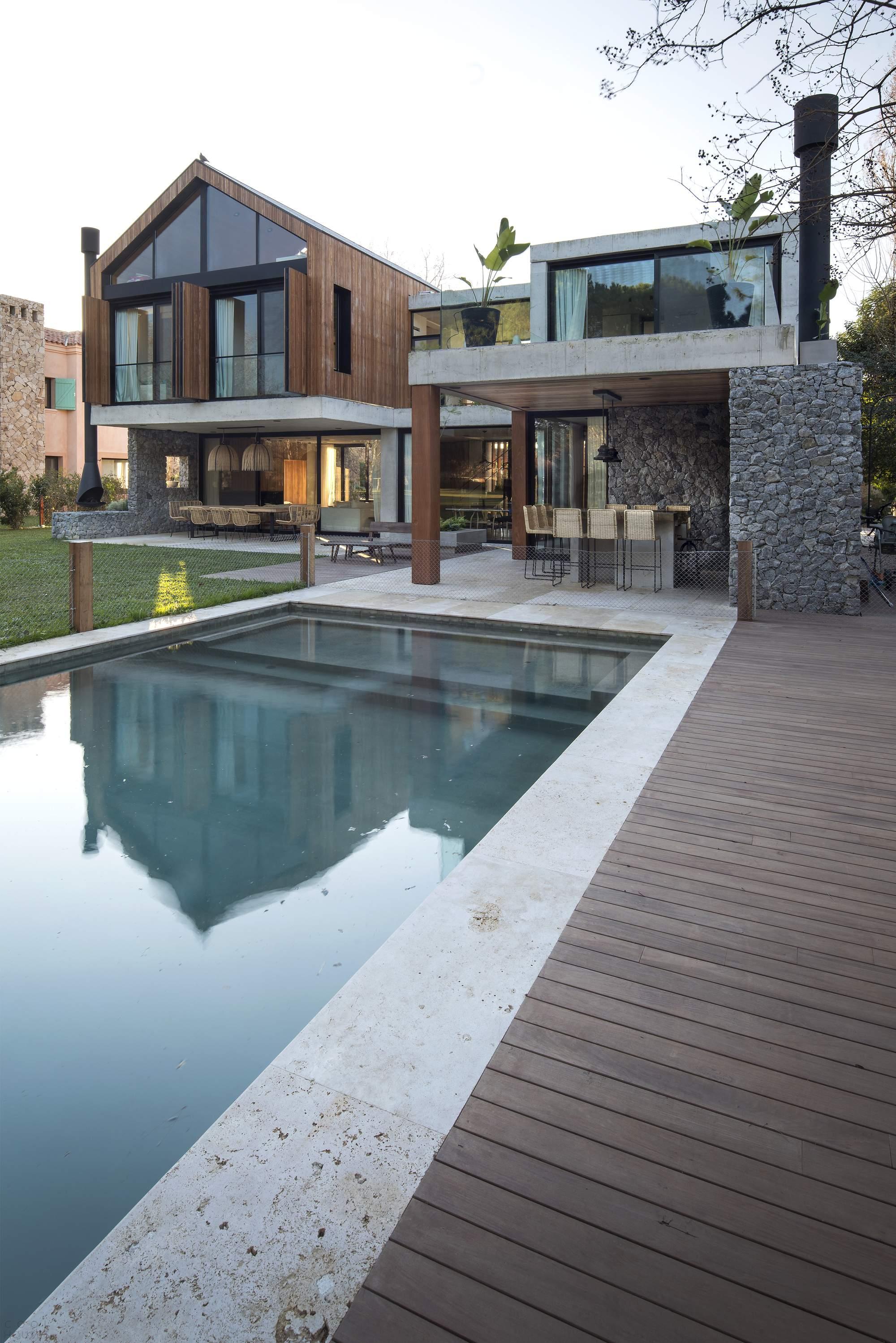 Современный семейный дом Carol House, Аргентина
