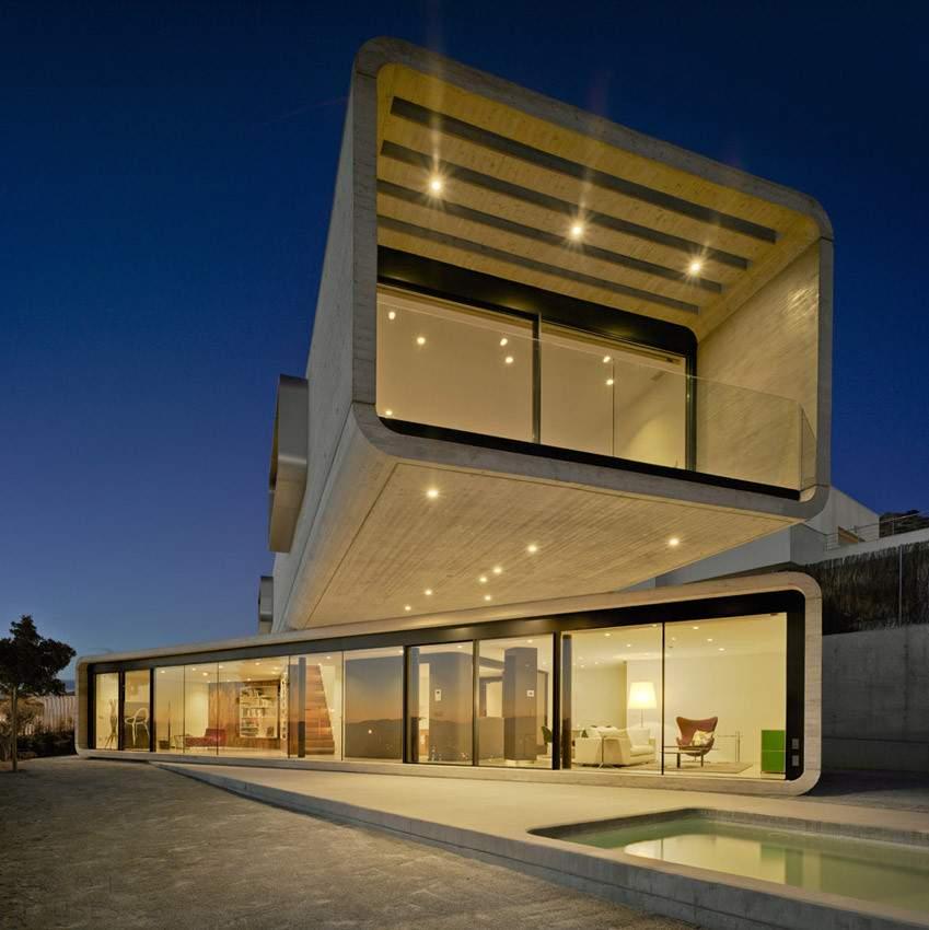Бетонный дом с экстремальной консолью, Испания