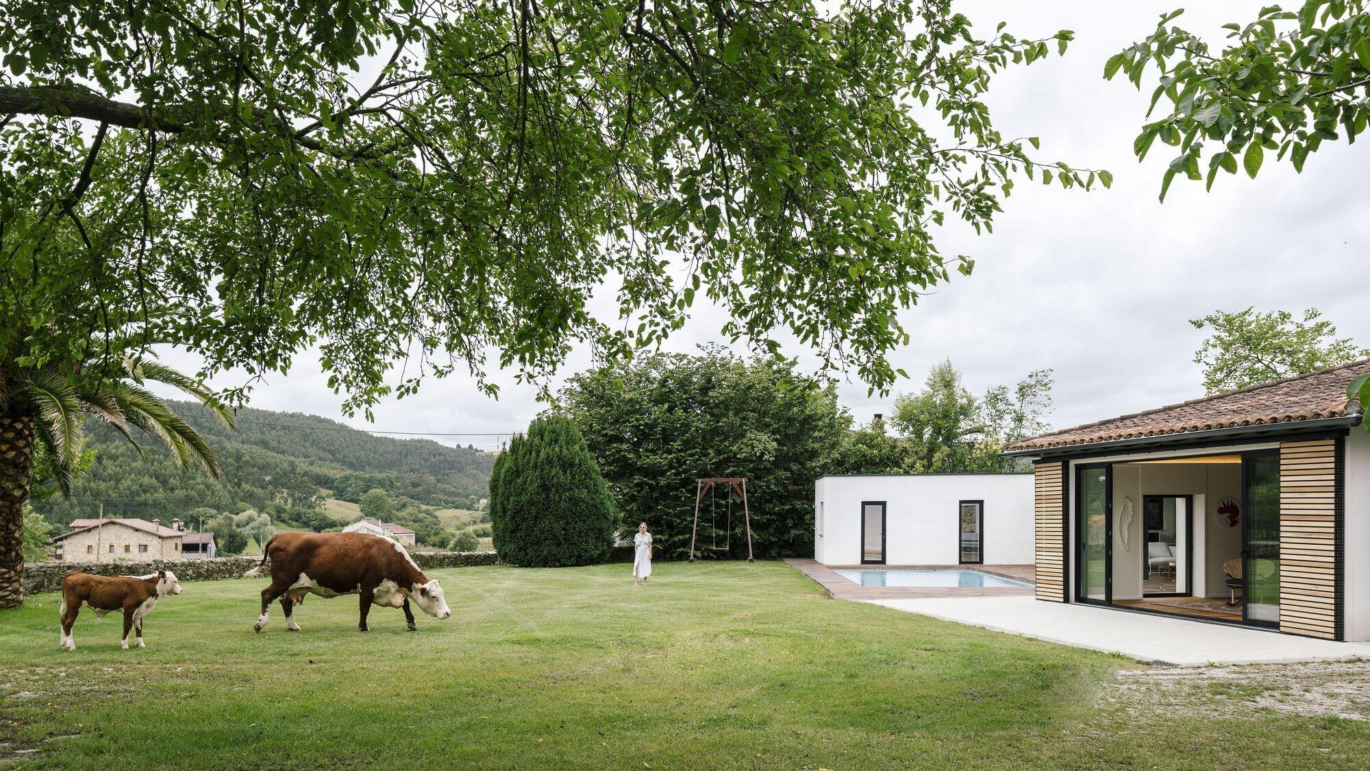 Реконструкция бывшей конюшни в загородный дом