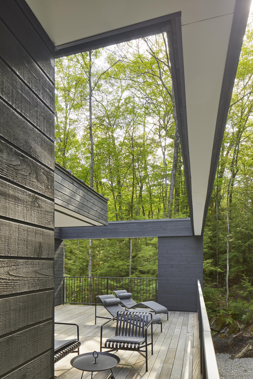 Уютный дом для уединенного отдыха на берегу озера