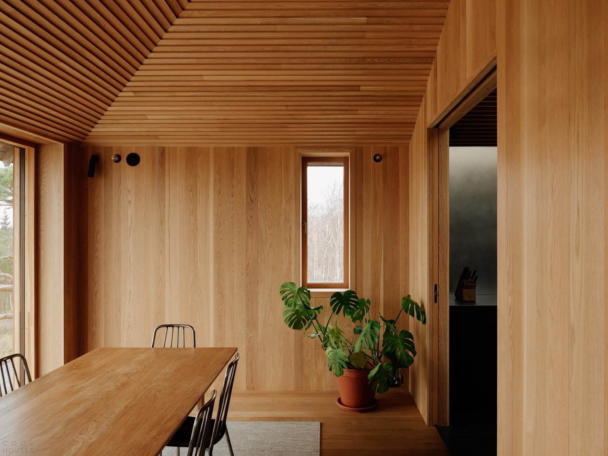 Дом выходного дня с акцентами на открытые деревянные поверхности