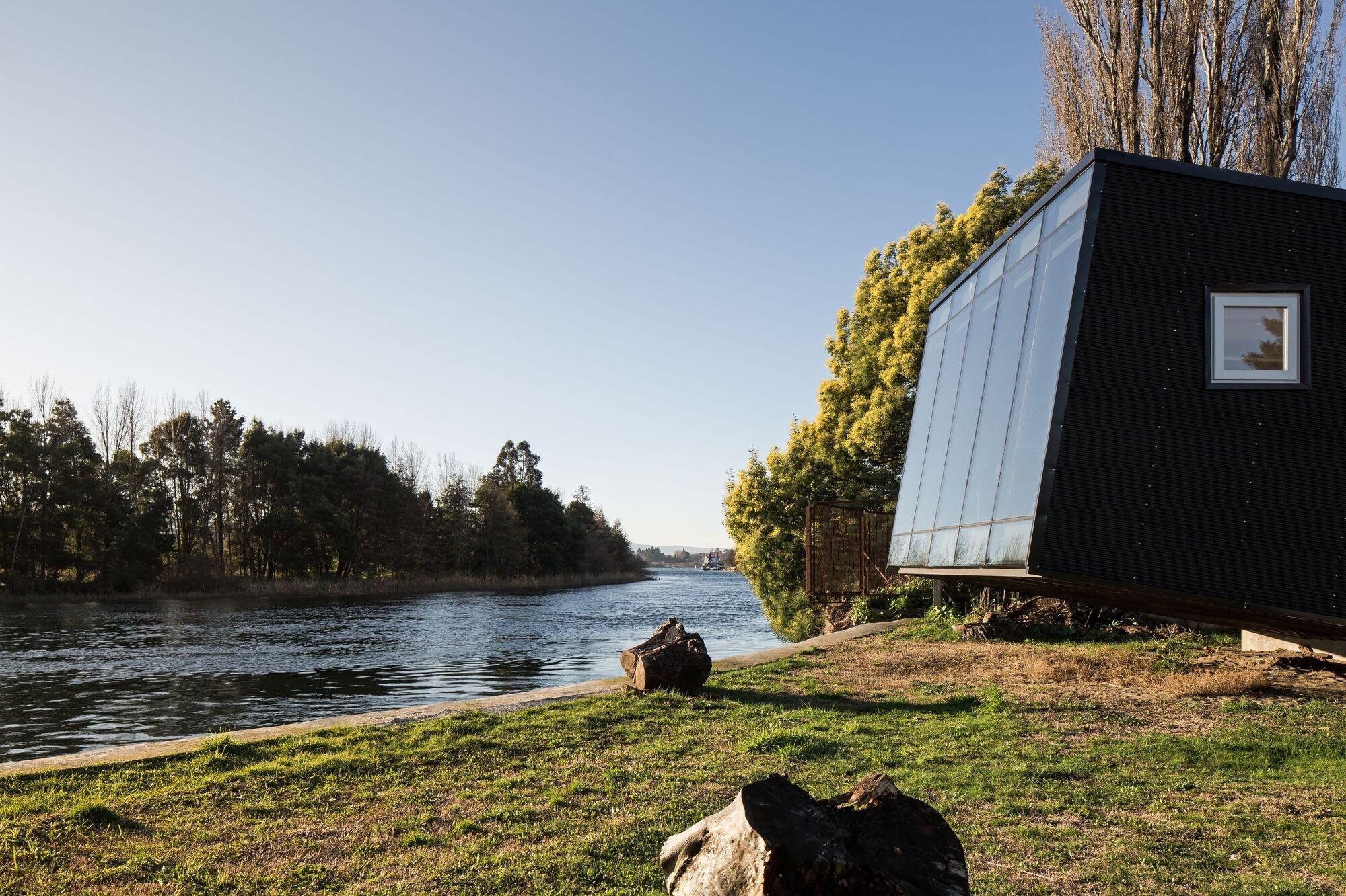 Уютный мини-коттедж с видом на речной пейзаж