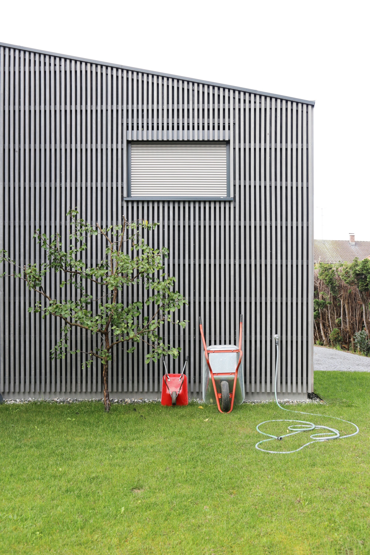 Деревянный дом со сложной трёхчастной кубатурой