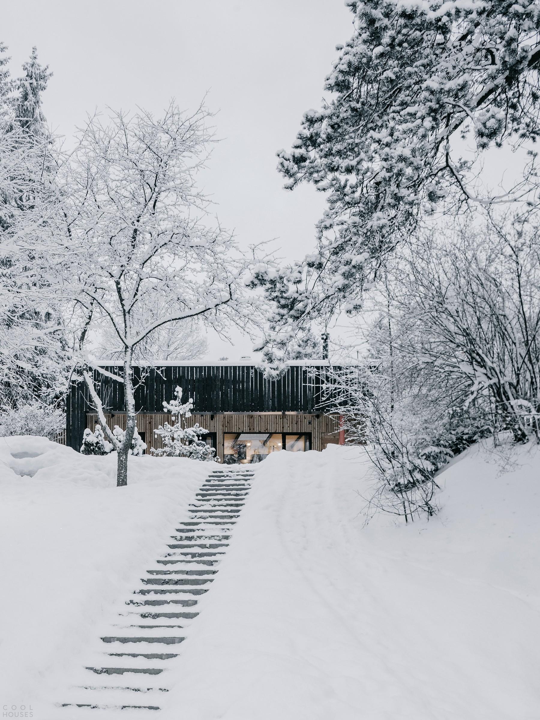 Деревянный гостевой дом с баней