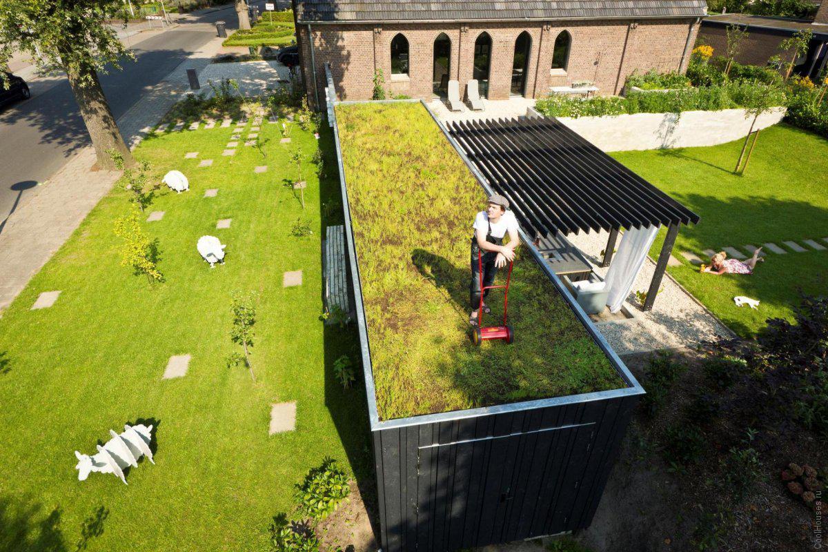 Необычный дом, похожий на церковь, в Голландии