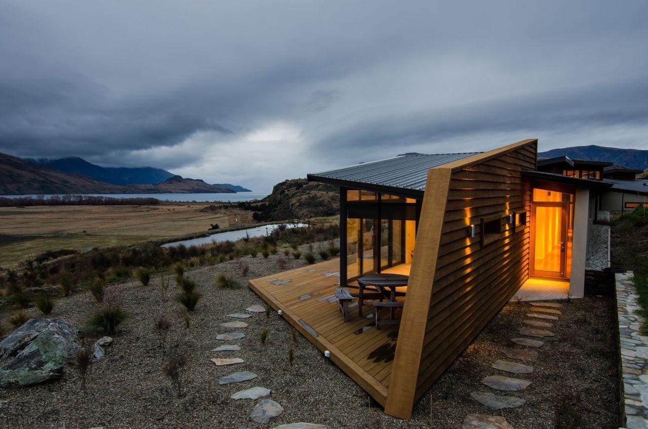 Дом в стиле Хай-Тек на живописном берегу озера Ванака