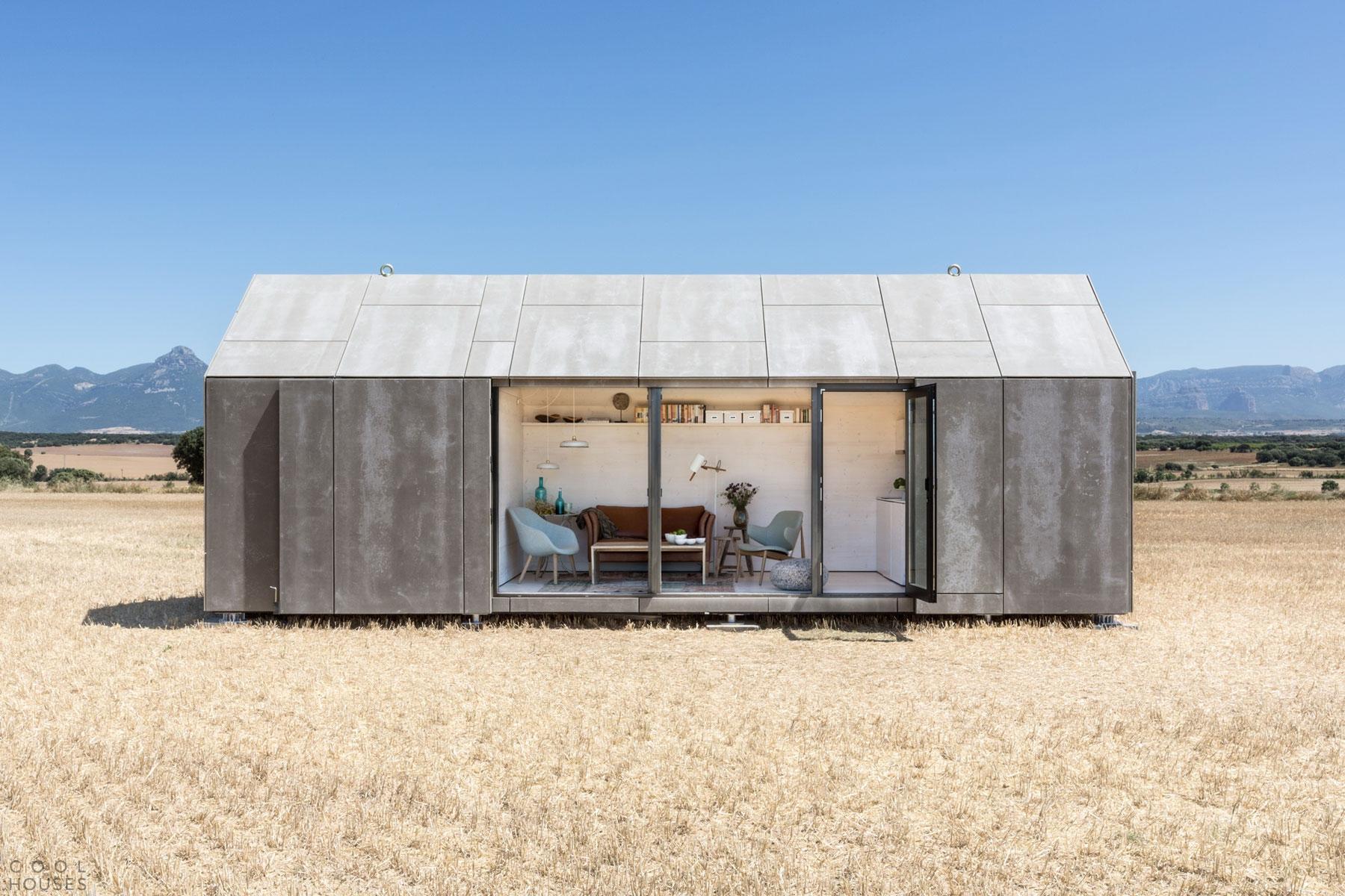 Небольшой портативный дом для двух человек