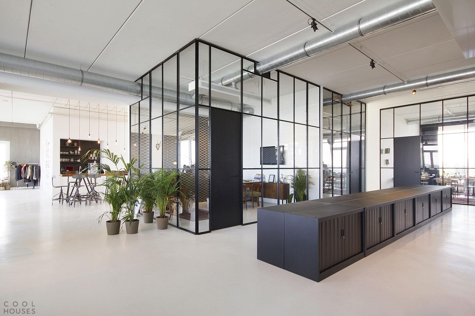 Современный офис для рекламного агентства BrandBase