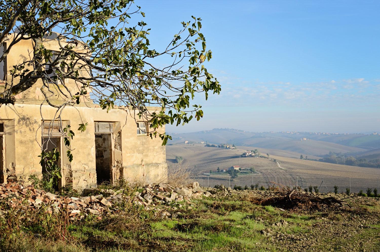 Частная резиденция с видом на холмы в Италии