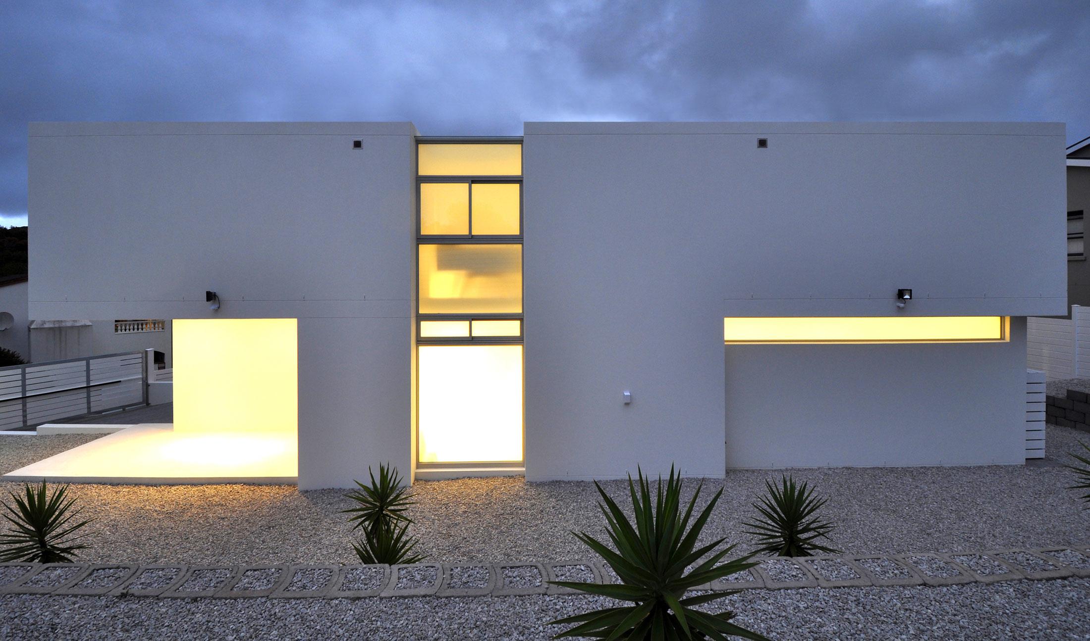Современный белый дом в Книсна, Южная Африка