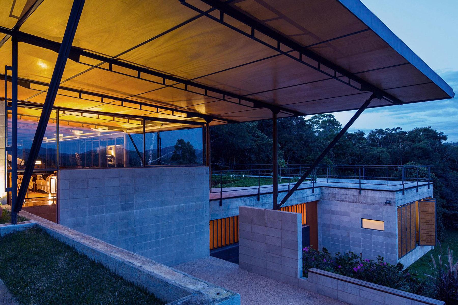 Уникальный особняк в лесном заповеднике в Сьерра-де-Мантикейра, Бразилия