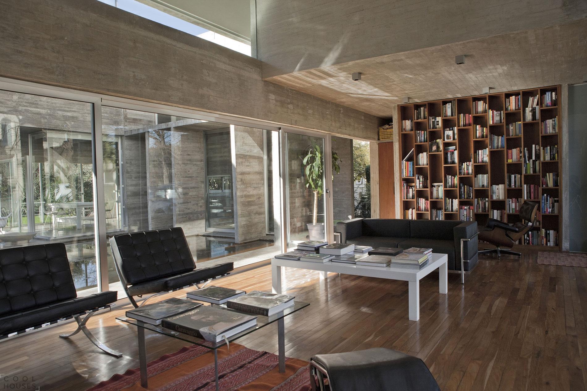 Современный загородный дом в частном поселке - Аргентина