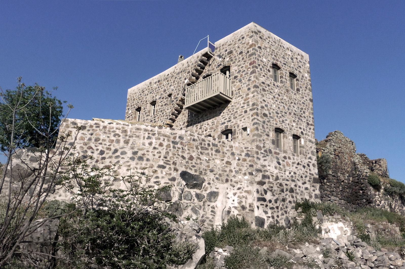 Сказочный замок на острове Нисирос, Греция