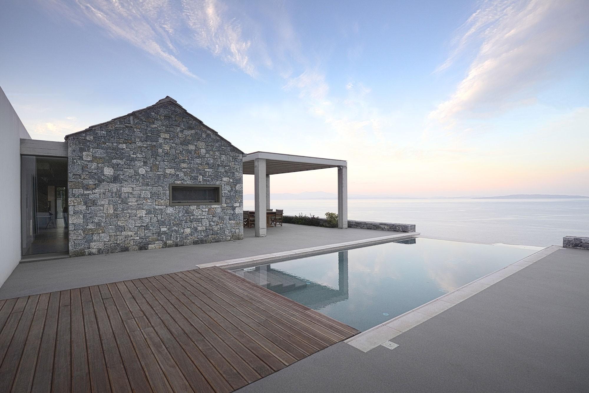 Вилла Мелана на берегу моря в Греции