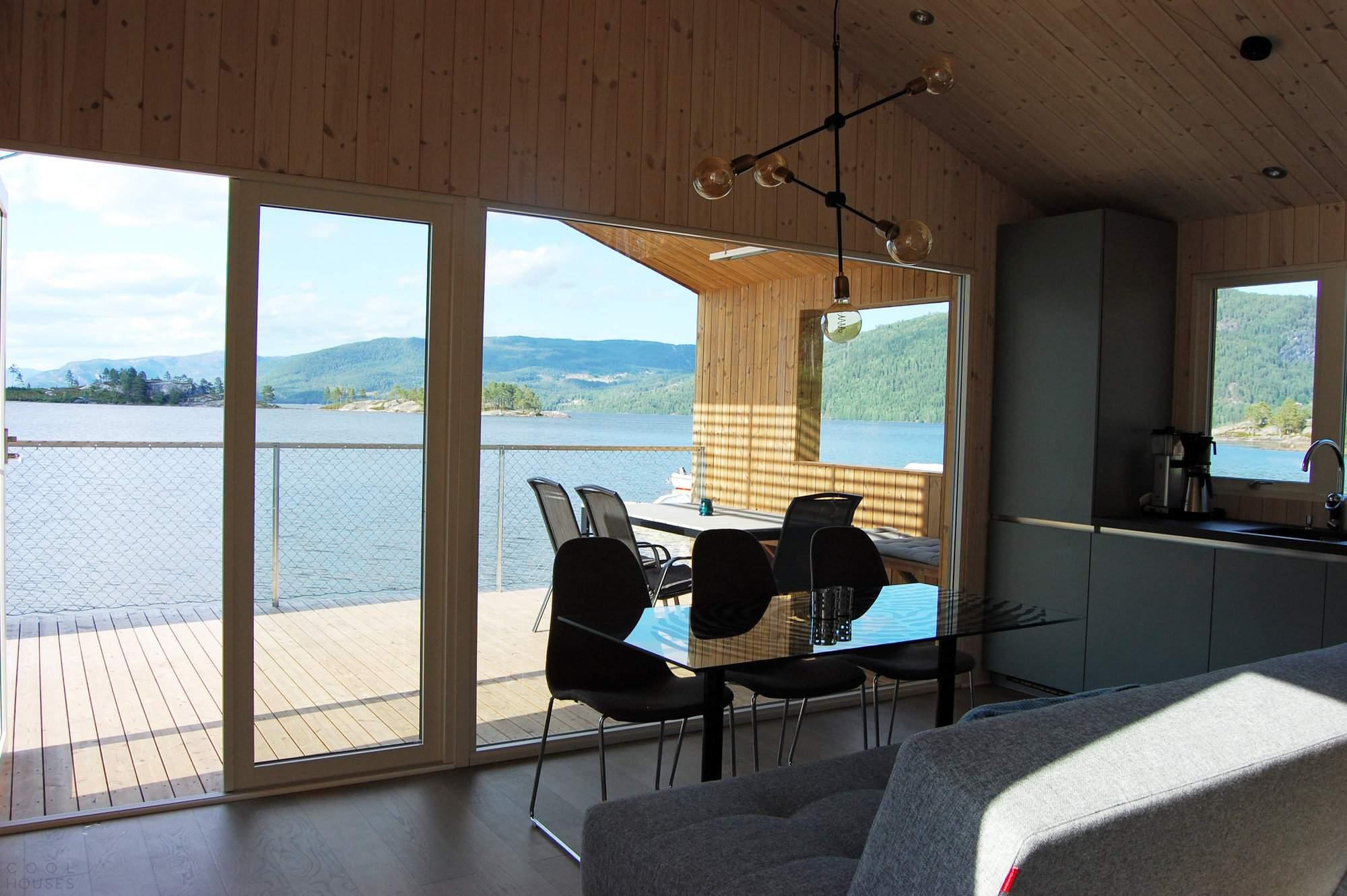 «Плавающий дом» на озере в Норвегии