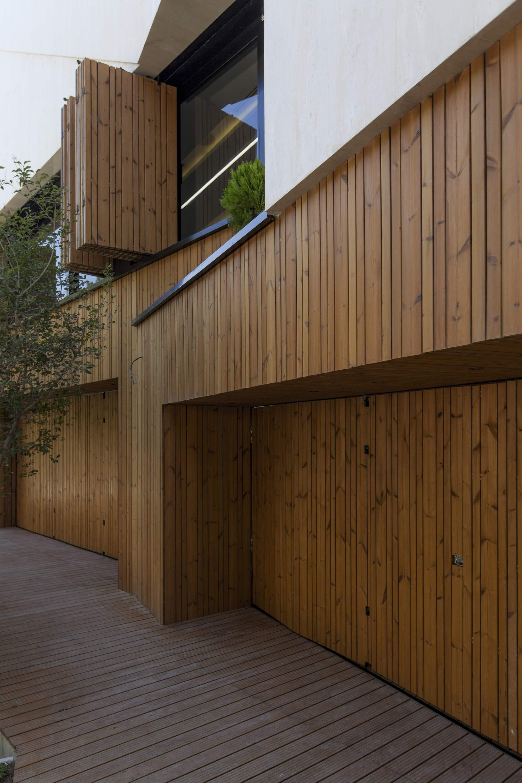 Загородный дом с гибкими фасадами в Иране