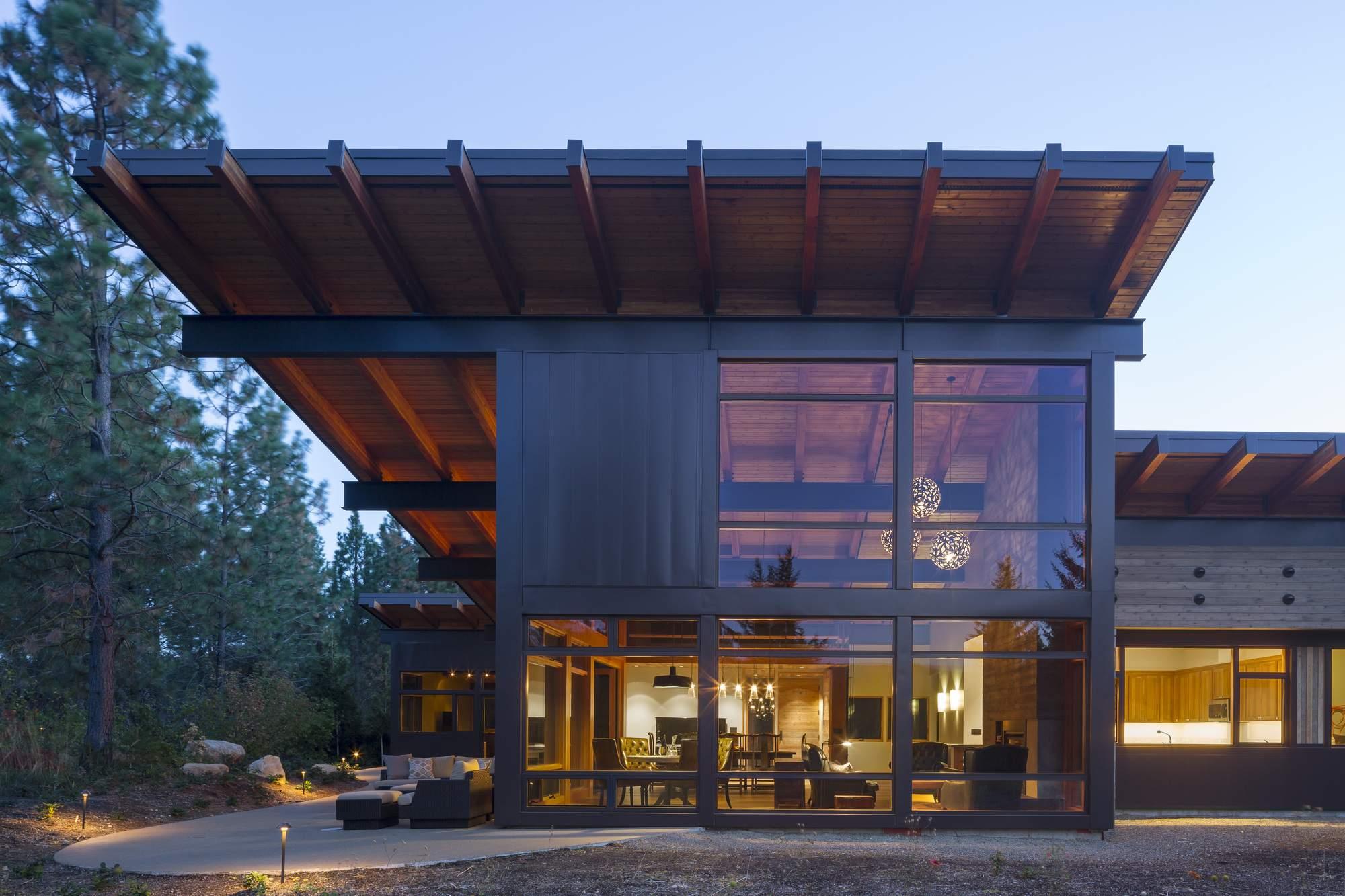 Загородный дом в зоне Каскадных гор, США