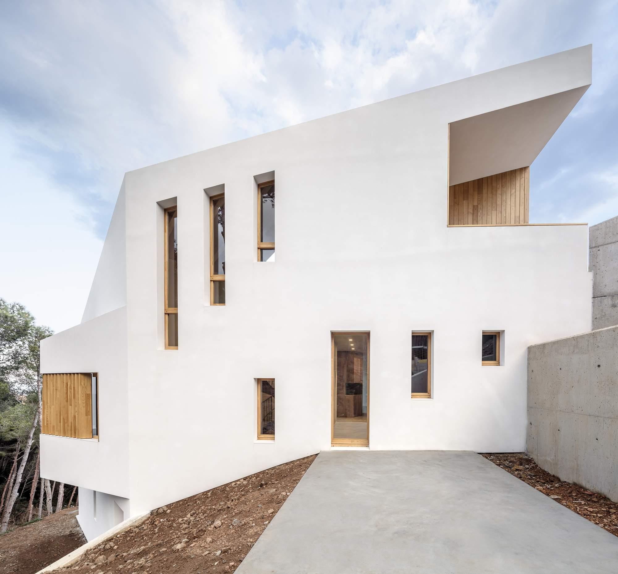 Приморский дом на крутом склоне, Испания