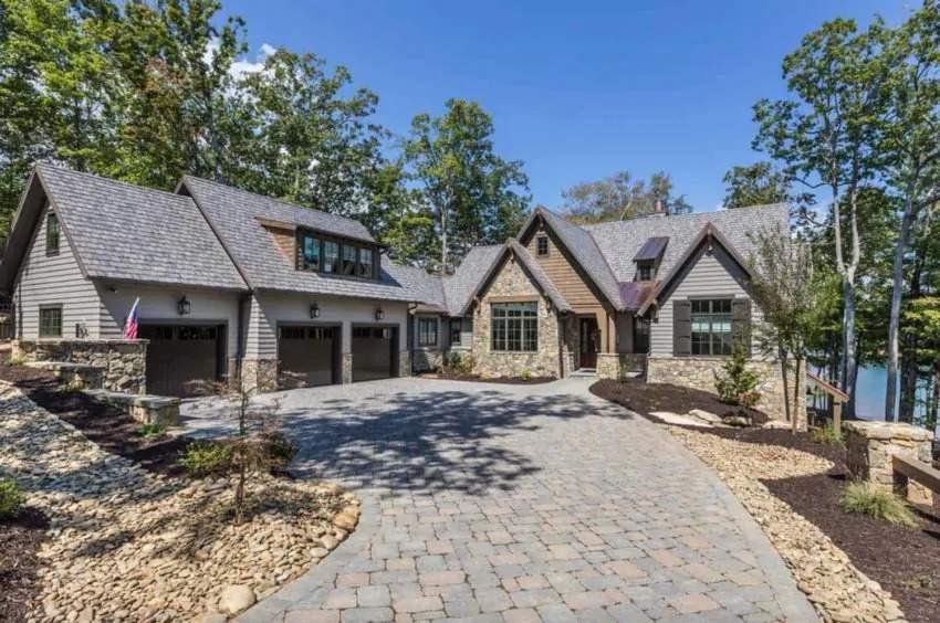 Роскошный каменный дом с рустикальным дизайном, США