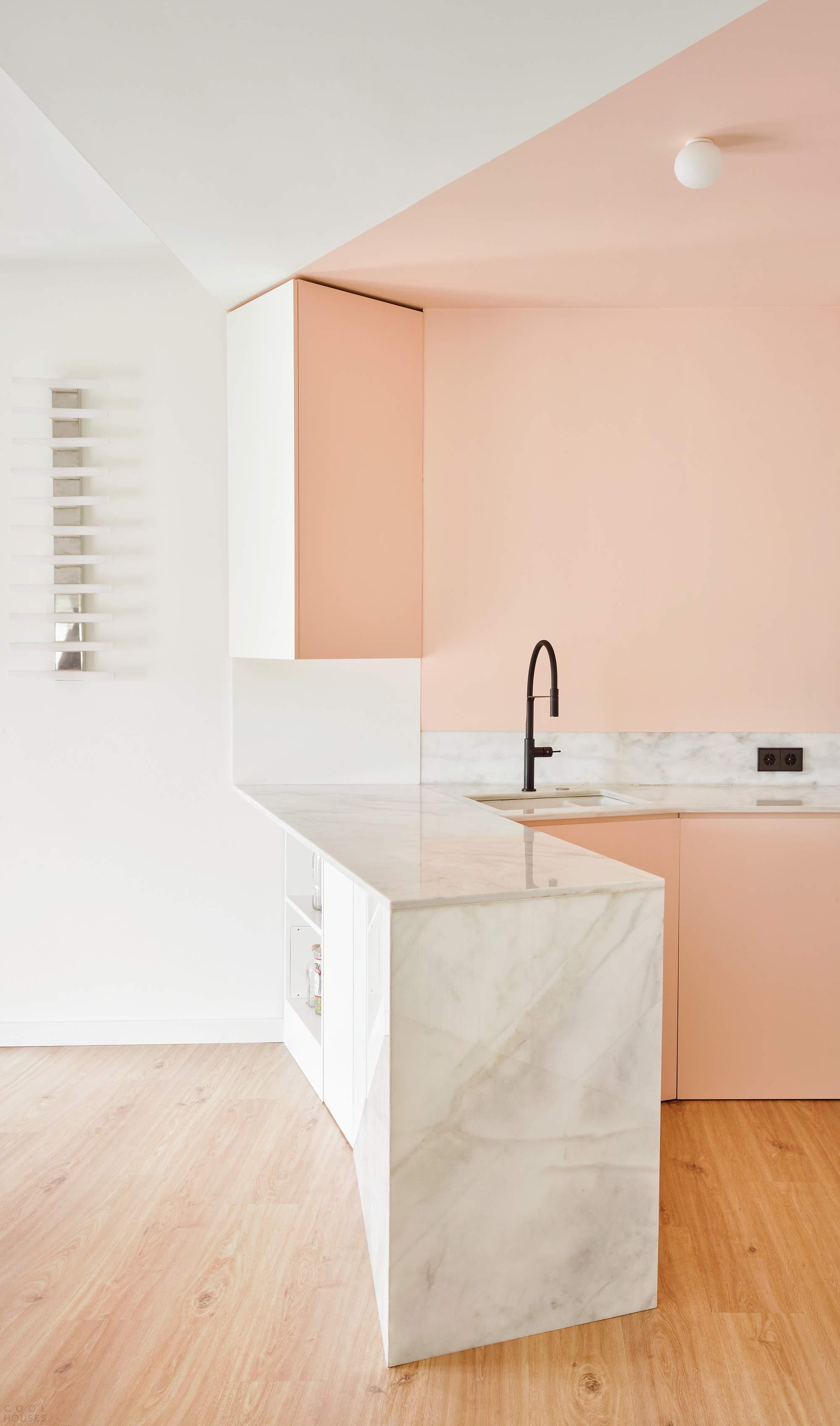 Мансардная квартира с уникальным дизайном, Испания
