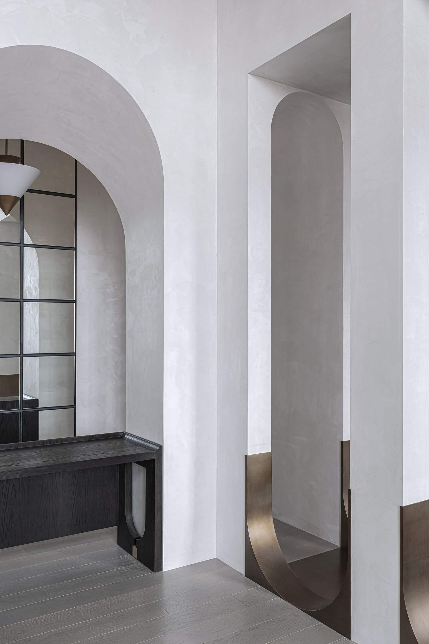 Офис дизайн-студии EVD в классическом стиле с арочными элементами, Китай