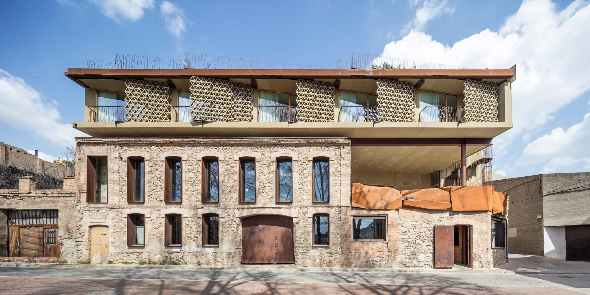 Отель на крыше старинного кожевенного завода, Испания