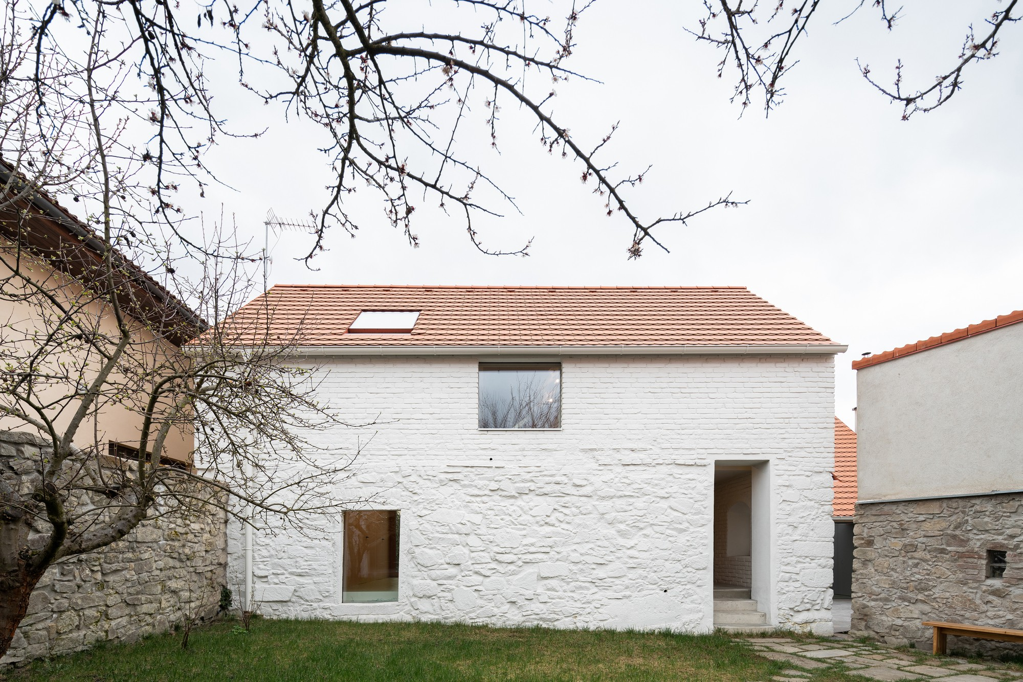 Семейный дом с самобытным характером и уважением к историческому контексту