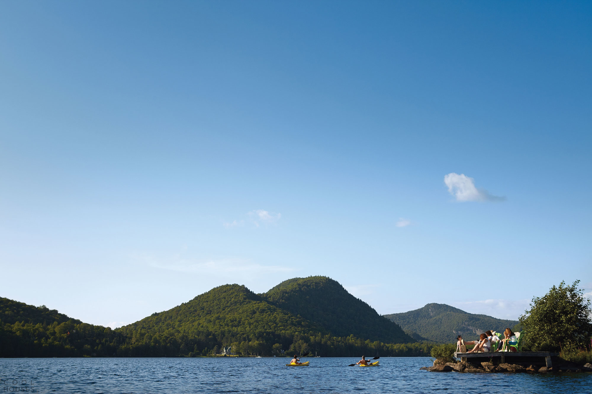 Загородные дома на берегу озера в горнолыжном курорте Лак-Супериор