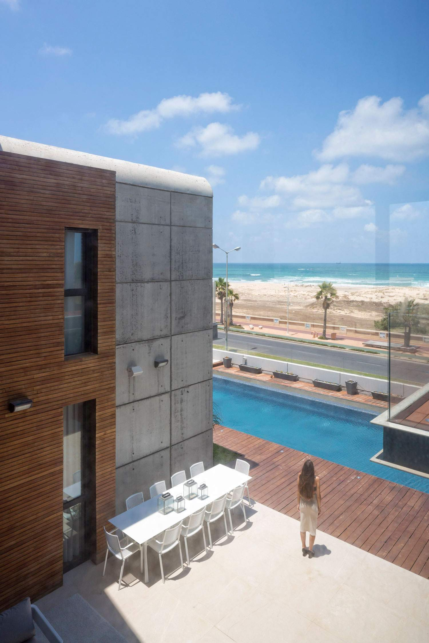 Современный особняк на берегу Средиземного моря в Израиле