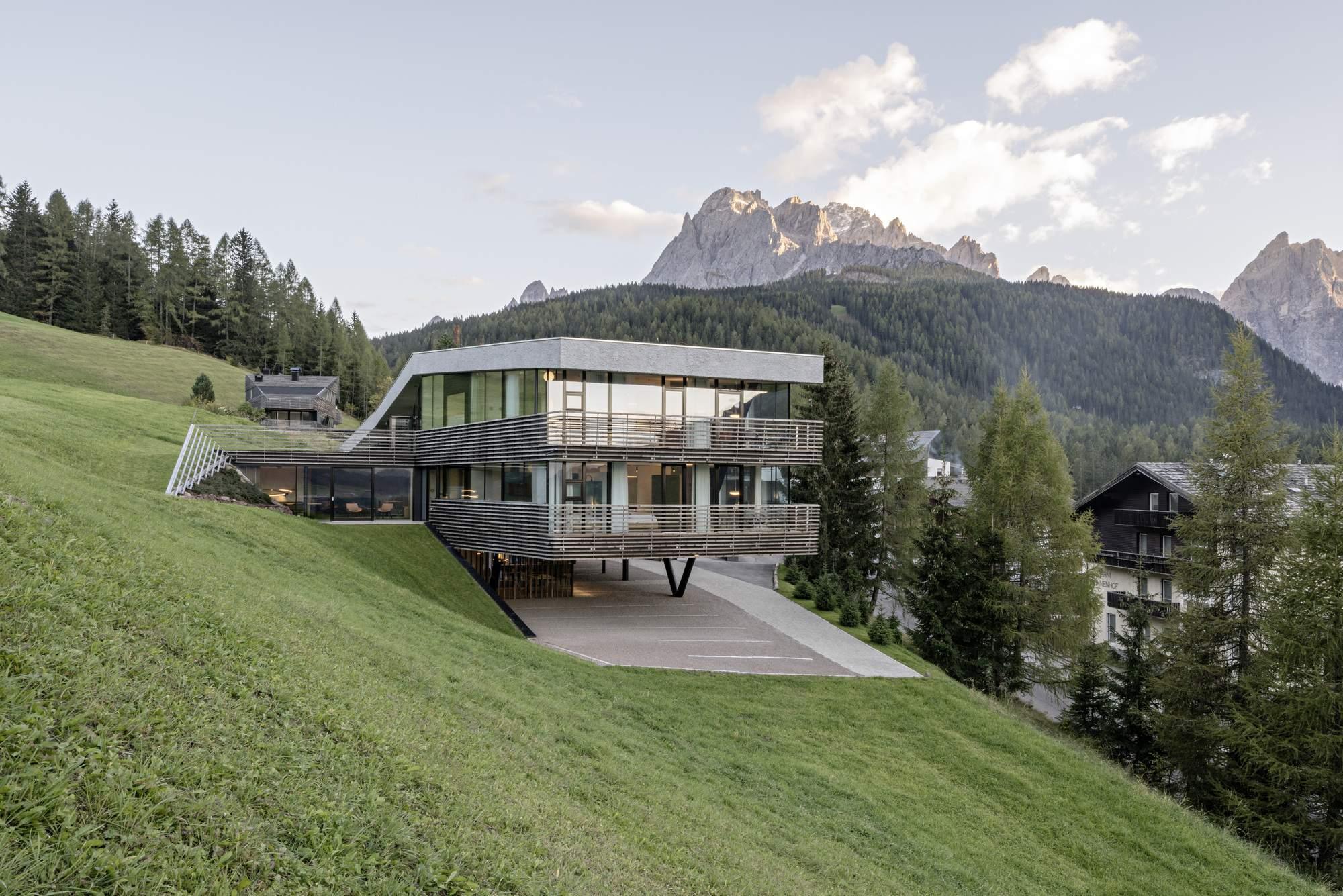 Новый корпус отеля Strata по проекту Plasma Studio в Сесто, Италия