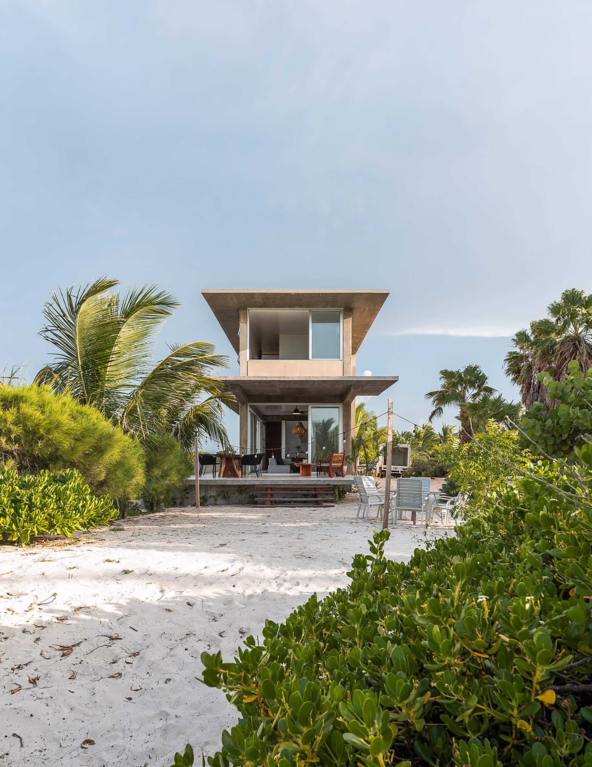 Приморский бетонный дом на полуострове Юкатан, Мексика