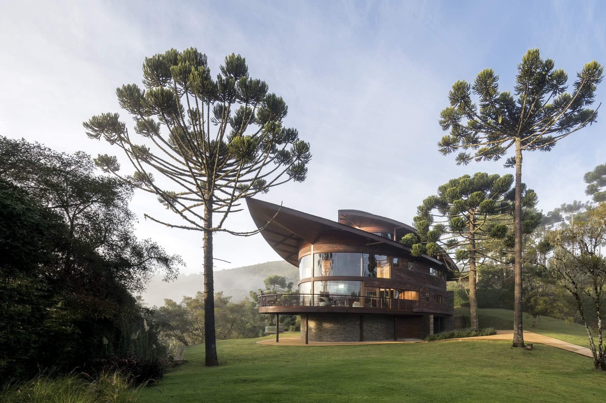 Резиденция с эллиптическим дизайном, Бразилия